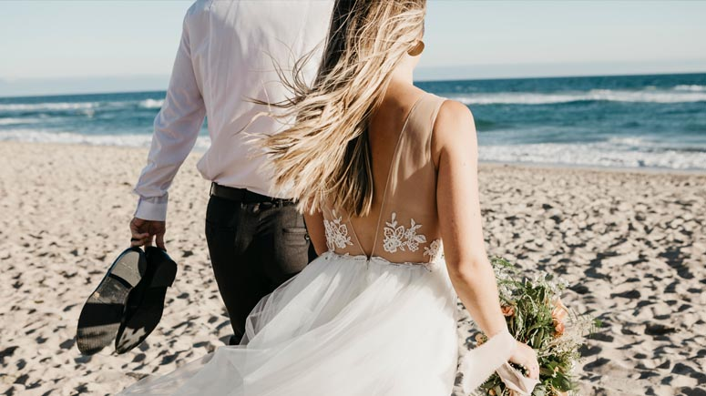 1 in 5 engaged couples want wedding abroad